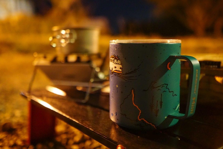 コーヒーで最高の1日を締めくくる。明日の帰路への不安がよぎりつつも、考えないようにして早々にテントに入ります。