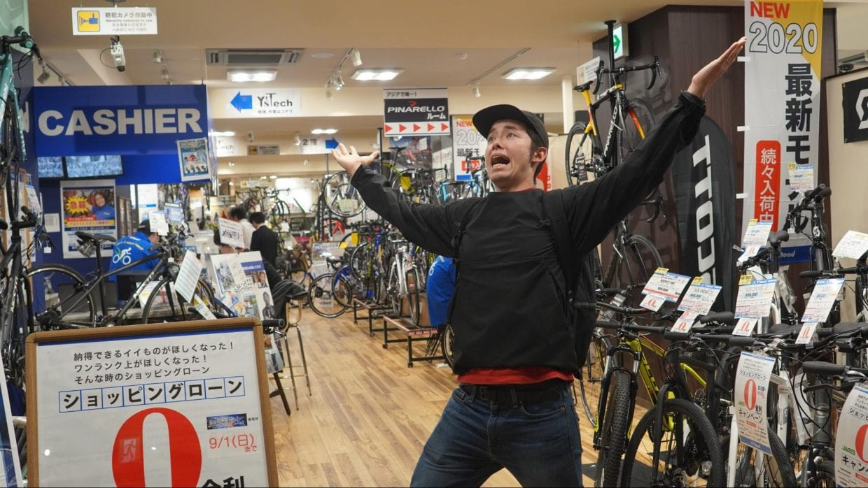 取材に協力していただいたY'sRoad川崎店。完成車からサイクルウェアまで幅広く自転車グッズを扱う。