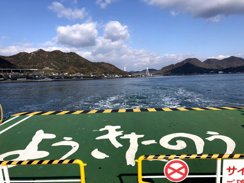 しまなみ海道のとあるフェリー甲板にて。「ようきたのう」ローカル感溢れる方言に旅情が刺激されます。ほんの少しのことですが、これだけでもう良い旅の予感がします。photo:神楽坂つむり