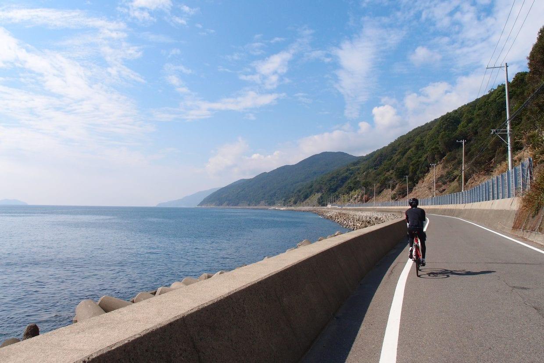 兵庫県淡路島の淡路島。島一周ができるということで関西サイクリストに人気の場所ですが、特にこの島の南側は交通量も少なく快適です。photo:神楽坂つむり