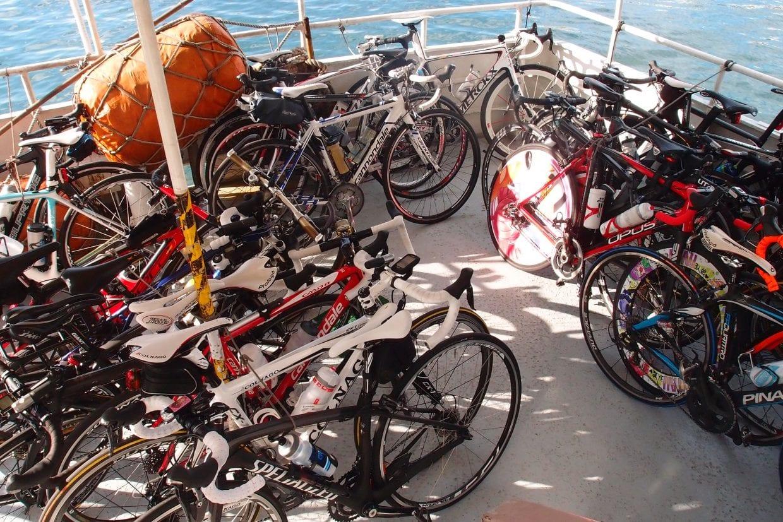 自転車とフェリーは相性が良い!輪行しなくても自転車のままフェリーに乗せることができるケースが多いですね。料金は各フェリー会社にお問い合わせください。(たいてい別料金です)photo:神楽坂つむり