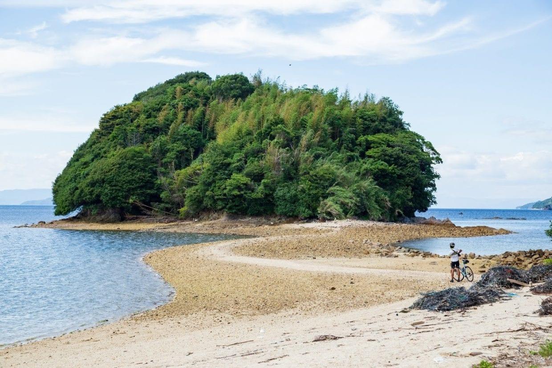 島に行かないと見ることが出来ない風景。自転車旅がより一層印象深く記憶に残る物になること間違いありません。photo:神楽坂つむり
