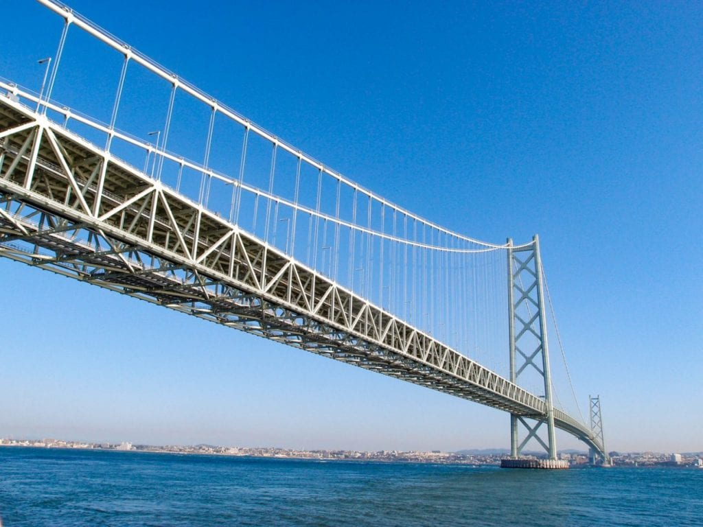 日本最大級の橋「明石海峡大橋」は淡路島一周のシンボル的存在にもなっています。橋は自転車通行禁止なので要注意です。photo:神楽坂つむり