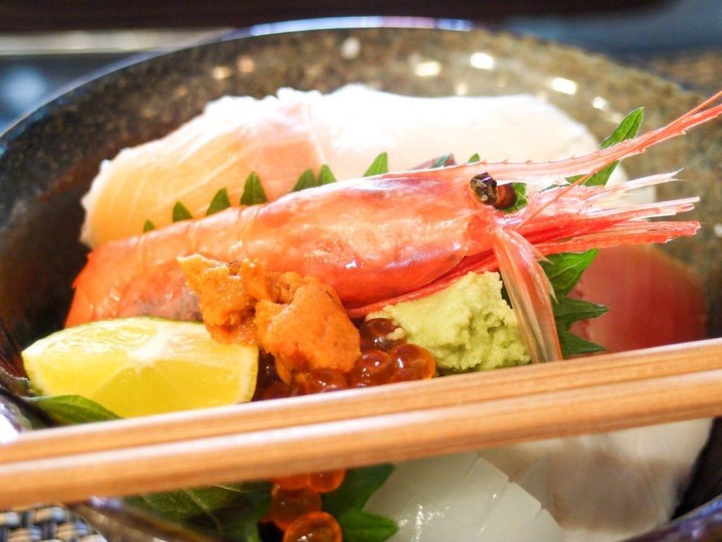 海鮮料理を楽しむことができるのもうれしいポイント! 関西都市圏からアクセスも良いので休日は大賑わいです。photo:神楽坂つむり