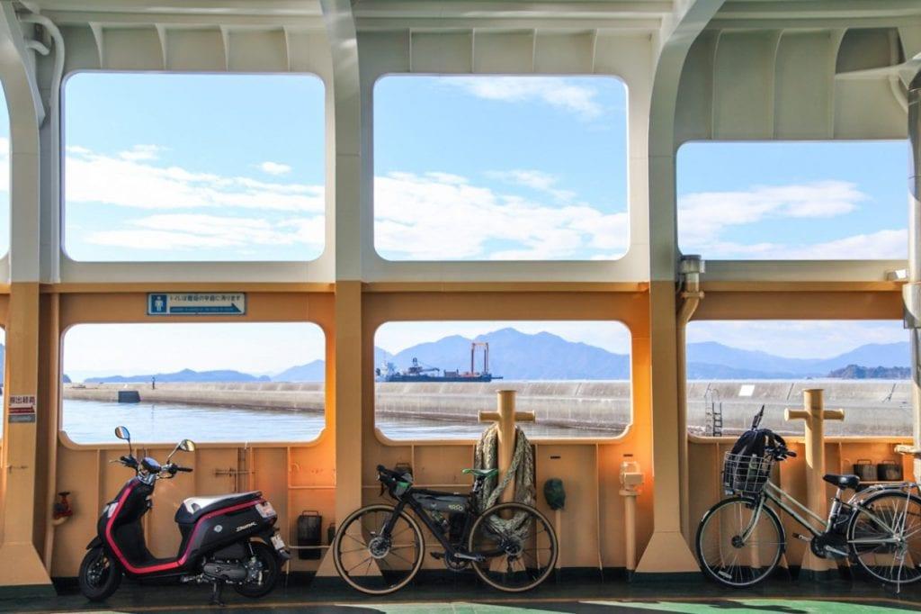 広島宇品港からフェリーで30分弱とアクセスが良いのも嬉しいところ。photo:神楽坂つむり