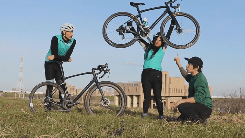 女性でも軽々と持ち上げられる軽量バイク