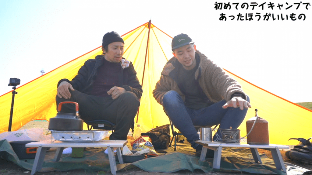 キャンプ用のコンロとガス缶