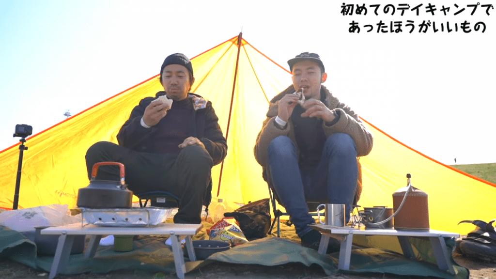 サンドウィッチをあぶるだけでも、十分キャンプ感を味わえます。