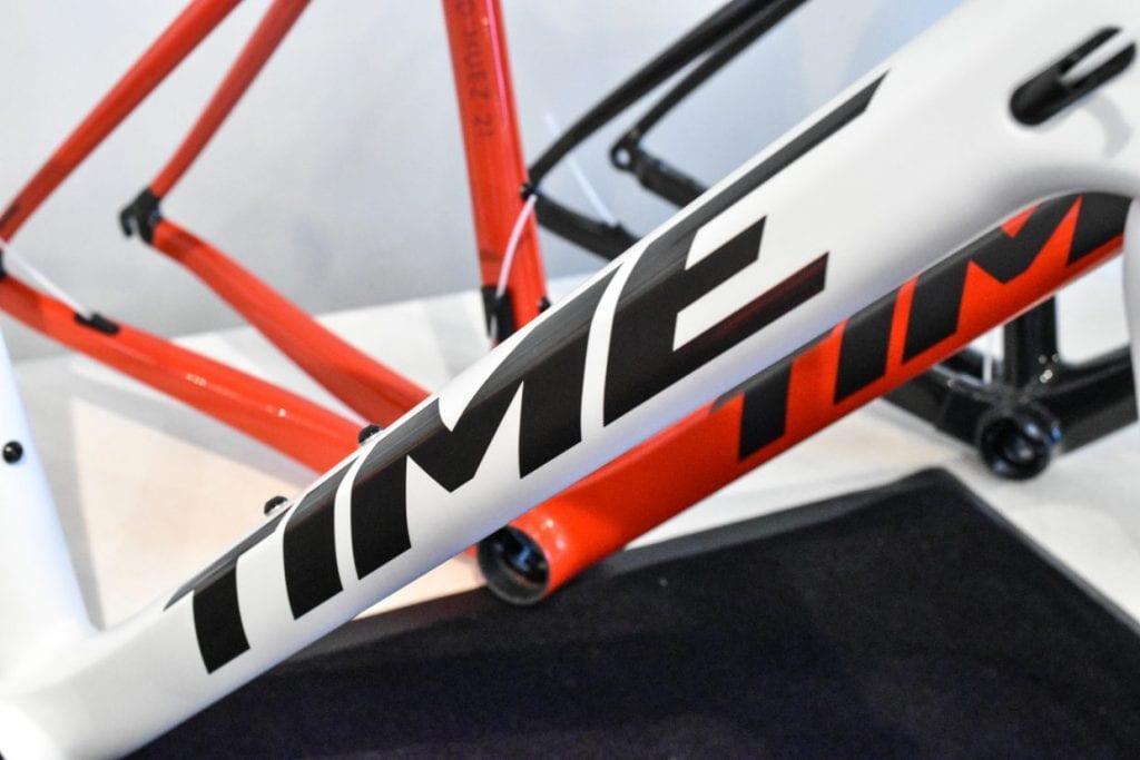 全車、ダウンチューブのロゴが「TIME」のプリントに戻った