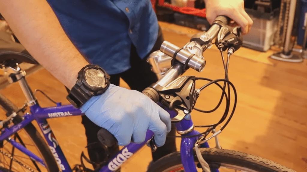 ワイヤーの状態はレバーの引きの重さでチェック