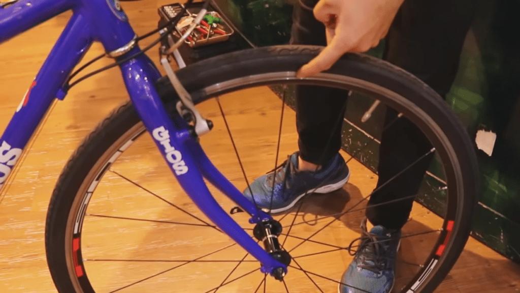 古いブレーキシューを使い続けると、車輪(ホイール)の寿命も縮めてしまう