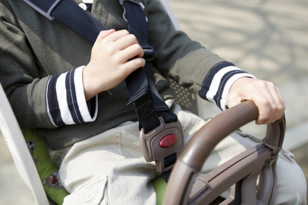 シートベルトは肩と腰回りをしっかりホールドしてくれる5点式がおすすめ