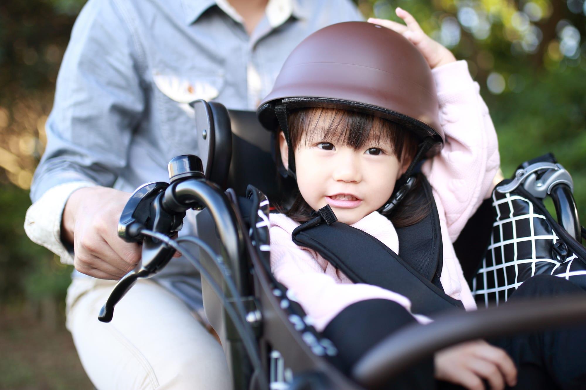 子供が自転車に乗るときは必ずヘルメットを着用させよう
