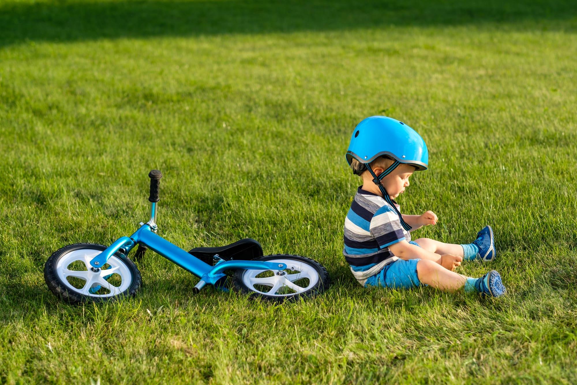 年齢に応じて軽いヘルメットからスタート