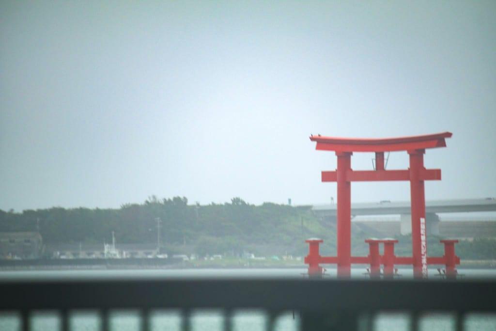 弁天島のシンボル 赤い鳥居