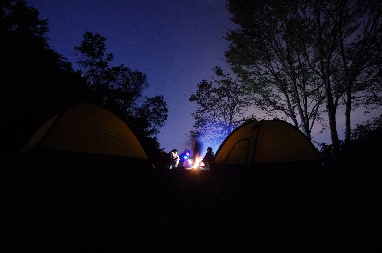 京都で仲間とワイワイキャンプ ※道の駅などで野宿する場合は許可を取って、開店前には撤収しできるだけ迷惑にならないようにしましょう。
