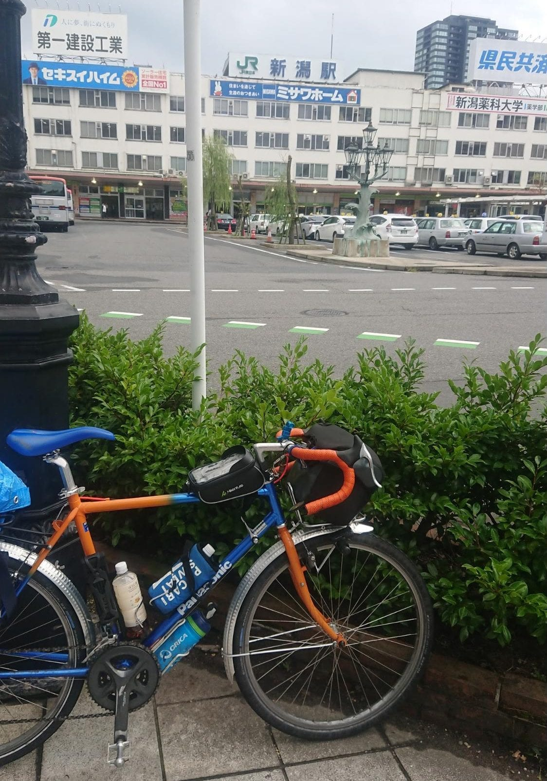 昼すぎに新潟駅近くのホテル到着後、周辺観光へ
