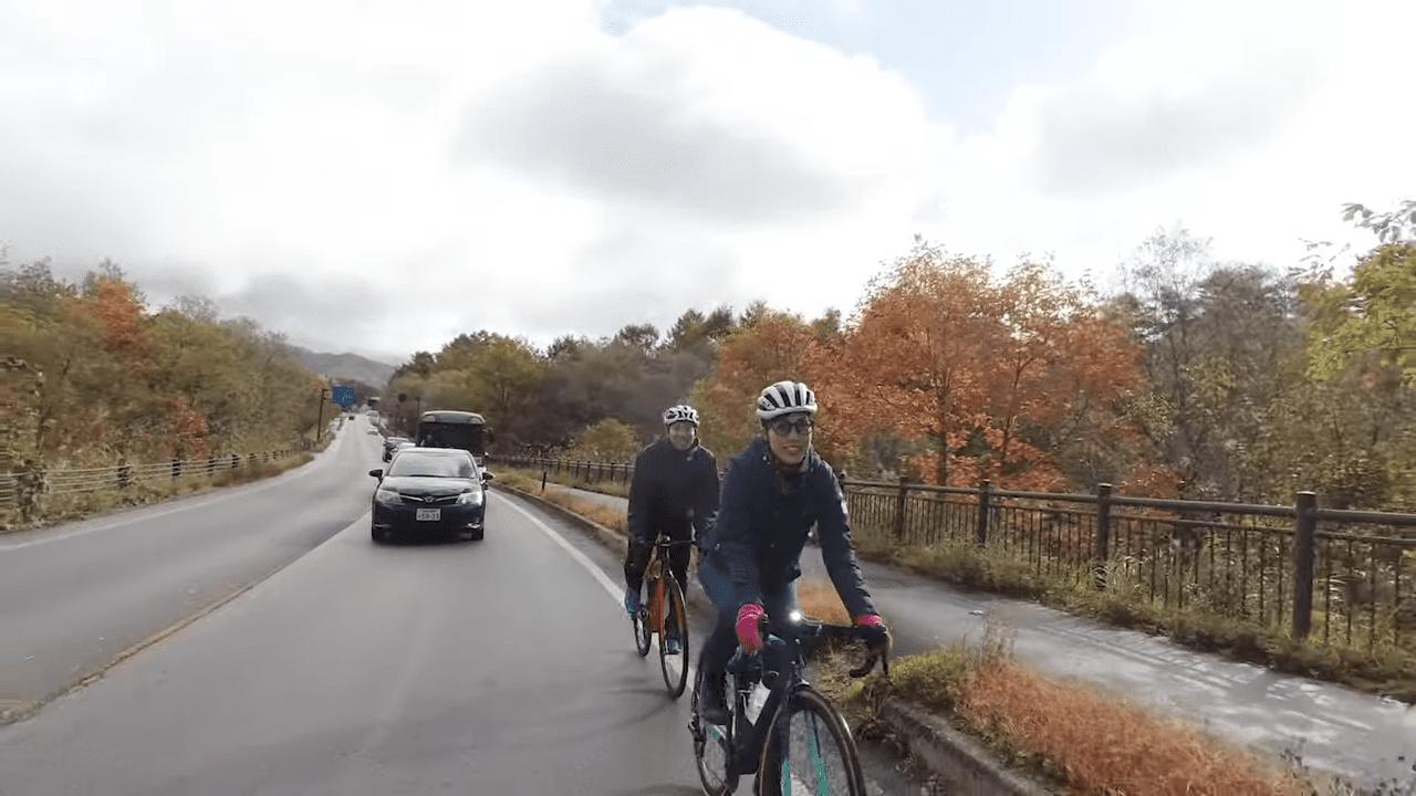 さっそく美しい紅葉が堪能できるサイクリングロード