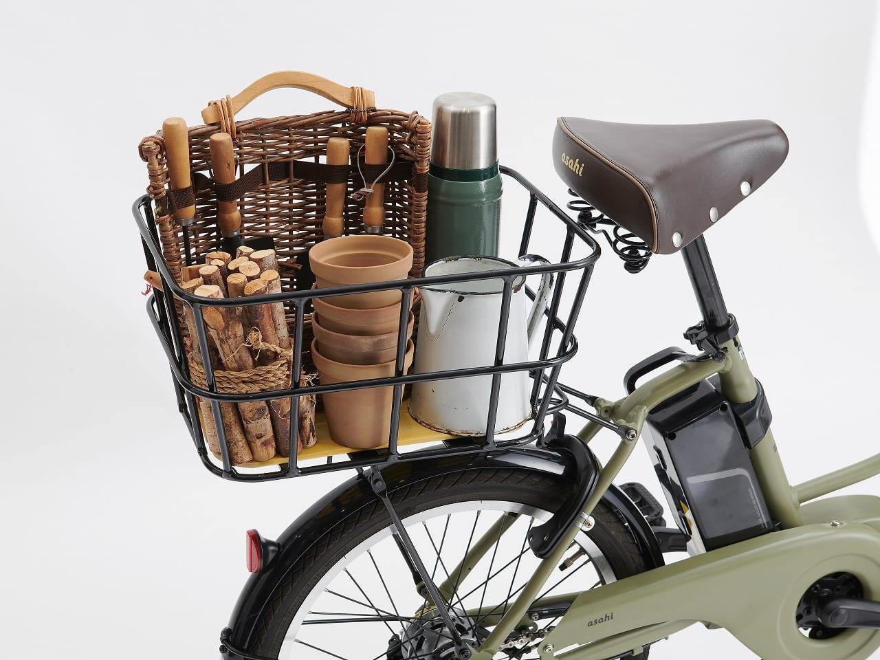 キャリアにお好みの後用バスケットを取り付けることで、より多くの荷物を運ぶことができる。