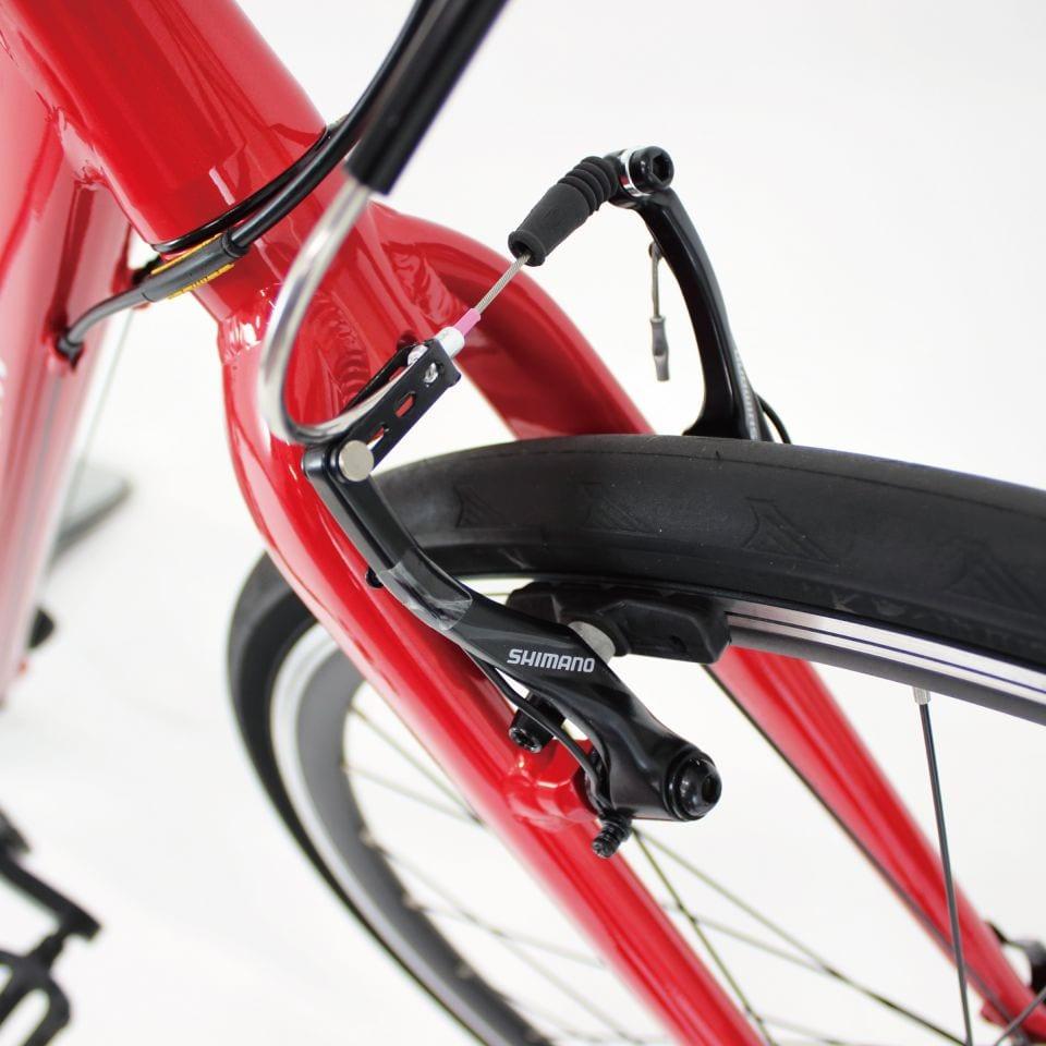 ブレーキはリムブレーキ。クロスバイクでもディスクブレーキ化が進むものの、街乗りや軽いサイクリングではリムブレーキで何ら問題ない。