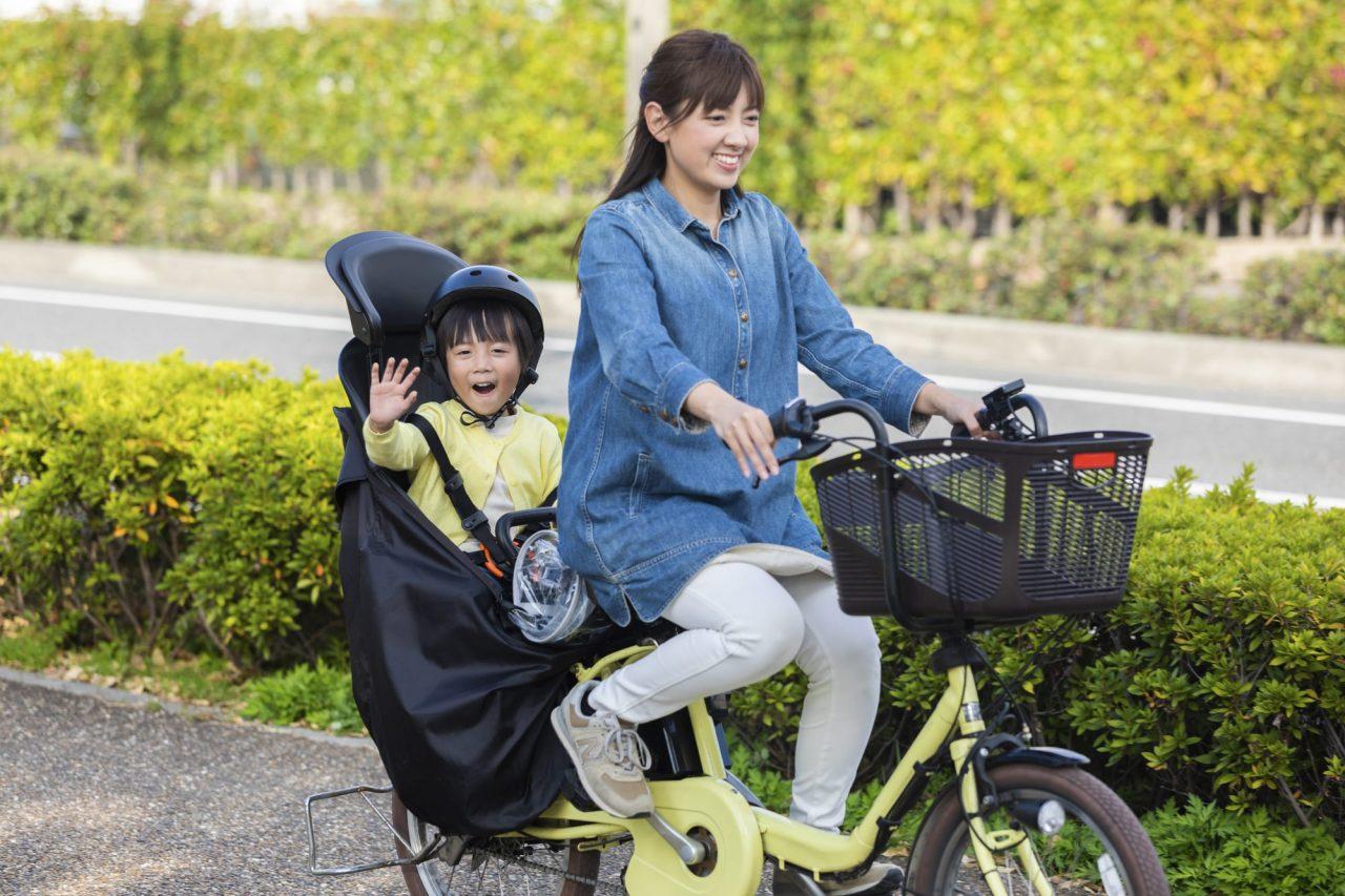 子供乗せ電動アシスト自転車は、送迎や買い物に大活躍する
