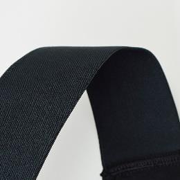 着用感の少ない軽量薄手のビブ