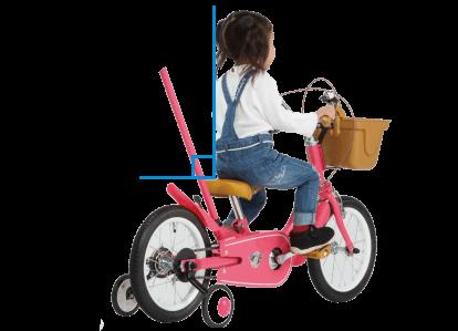 一般的な自転車よりペダルが前方にあるためサドルが低くても漕ぎやすい。背筋が伸びて視界も良好。