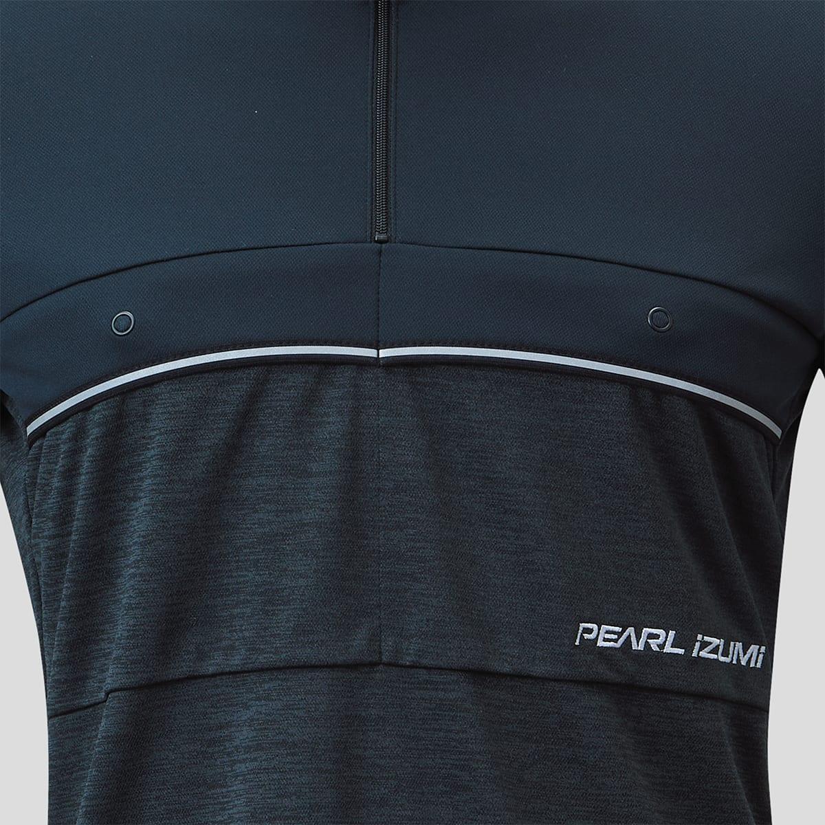入れやすく取り出しやすい小物の収納に便利な胸部の再帰反射機能付き2ポケット
