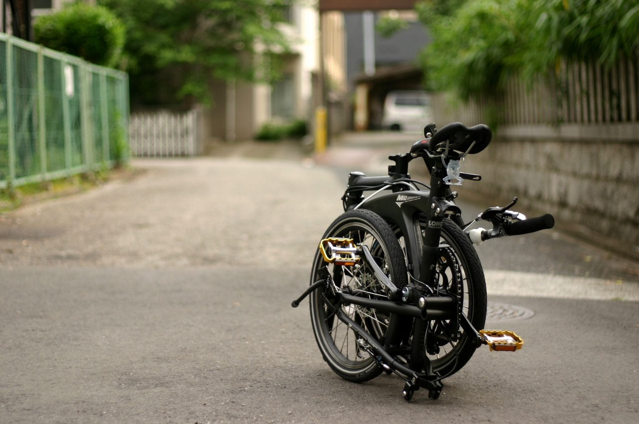 メーカーやモデルによって折り畳んだ時のサイズ感は様々。折りたたみの機構の違いを楽しめるようになったら立派な折りたたみ自転車マニアです。photo:神楽坂つむり