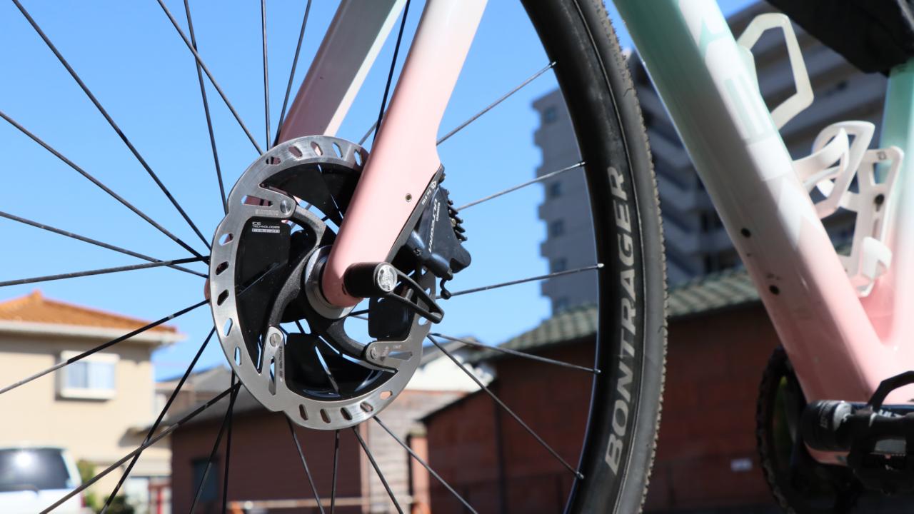 銀色の円盤が「ディスクローター」。けんたさんの自転車は油圧式ディスクブレーキ。