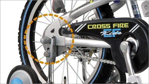 ブリヂストン キッズ向け自転車の「簡単着脱サイドホイール」は、車輪をはずさなくても簡単に補助輪を取りはずせる