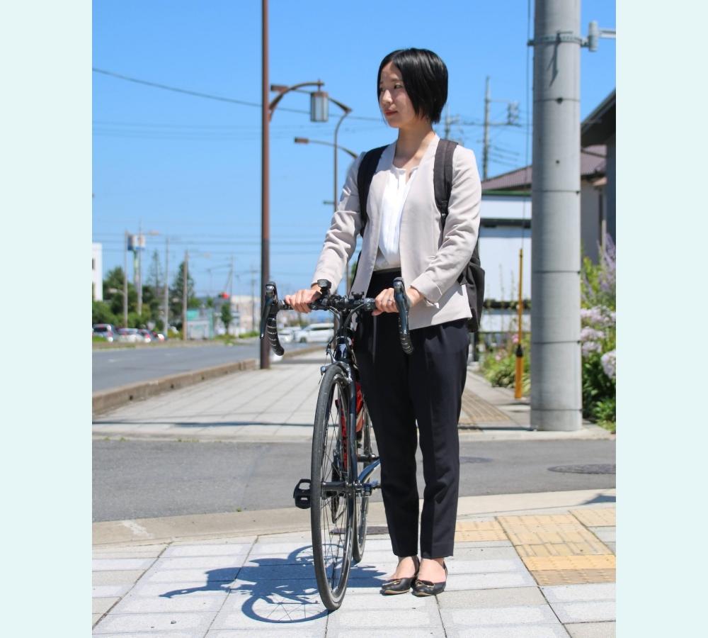 女性 ロード スーツ 仕事 服装