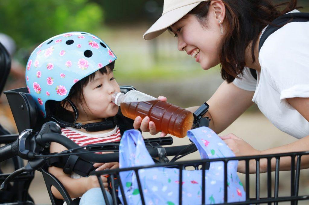夏の自転車は子供とママ・パパの日除け対策が必要になる