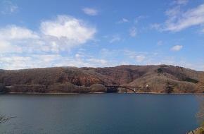 桧原湖を一周する、磐梯山の特徴的な風景を見ることができるコース ヒバイチ